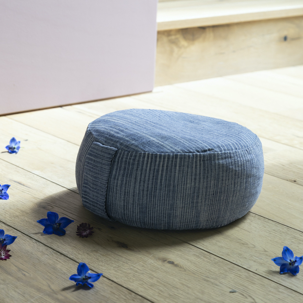 yoga poef pillow meditatie meditation blue white blauw wit space dye